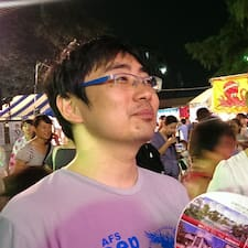 Yoshitomo to Superhost.