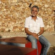 Manuel Ambrosio jest gospodarzem.