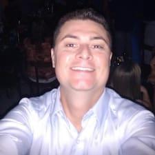 Adriano Henrique — суперхозяин.