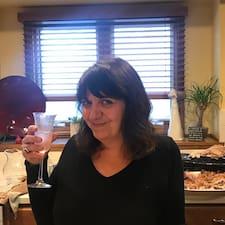 Cindy je superhostitelem.