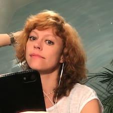 Olga Angelika est un Superhost.