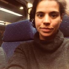 โพรไฟล์ผู้ใช้ Ana Julia