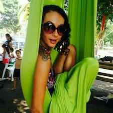 Sandra Morena is a superhost.