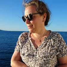 Valérie-Noëlle je hostitelem.