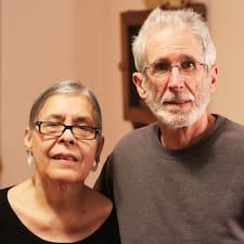 Richard And Milika คือเจ้าของที่พักดีเด่น