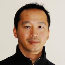 Vinh ist ein Superhost.