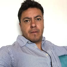 Alejandro je superhostitelem.