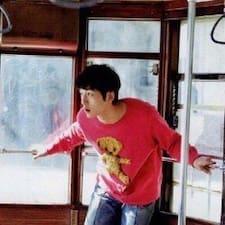Jun est un Superhost.