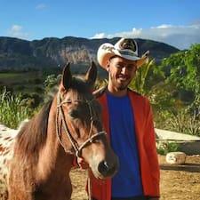 Dowiedz się więcej o gospodarzu Jose Manuel