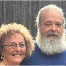 โพรไฟล์ผู้ใช้ Doug And Joanna
