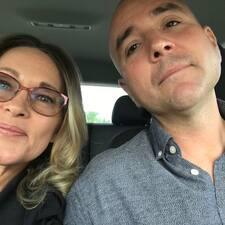 Suzanne & JL Brugerprofil