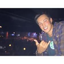 Josh felhasználói profilja