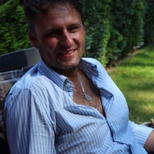 Pavel Superhost házigazda.
