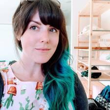 Carol Anne felhasználói profilja