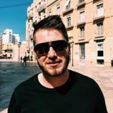 Rostislav to Superhost.