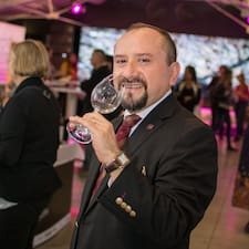Sommelier Mike Taylor