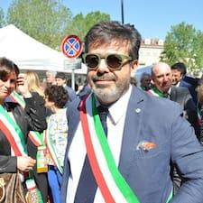 Mauro ialah superhost