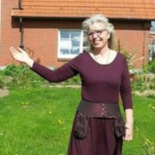 Anita Kerstin adalah tuan rumahnya.