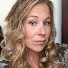 Profil Pengguna Leigh-Ann