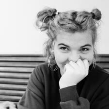 Lucy felhasználói profilja
