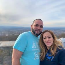 Esther & Manny Kullanıcı Profili