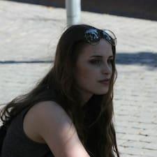 Elvira felhasználói profilja