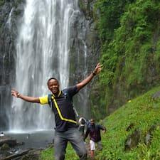 Zjisti více o hostiteli African Aloyce