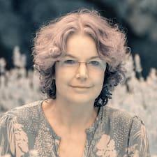 Karin Superhost házigazda.
