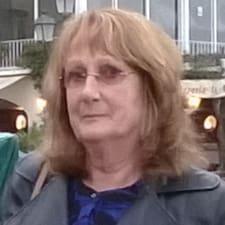 Sue è un Superhost.