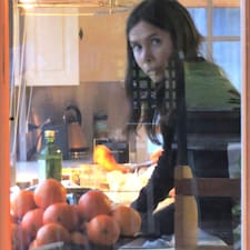 Rachel bir süper ev sahibi.