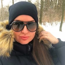 Profil Pengguna Adrianna