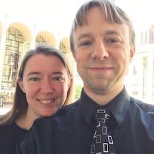 Russ And Sarah on supermajoittaja.