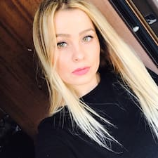 Profilo utente di Larisa Maria