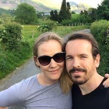 Helen & John ialah superhost
