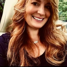 Profil Pengguna Carolyn
