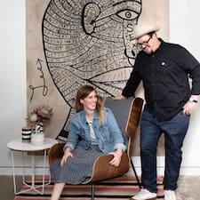 John & Erin - Uživatelský profil