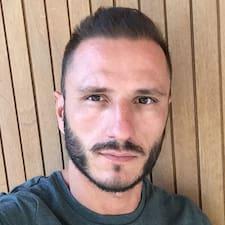 Jean-Raphaël er SuperHost.