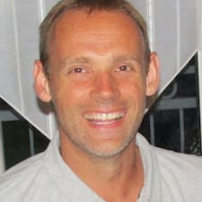 Jean-François — суперхозяин.