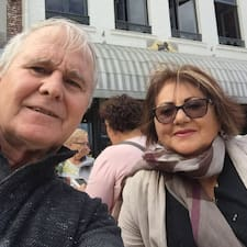 John & Pauline est un Superhost.