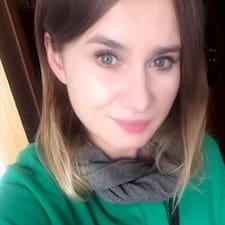 Profil Pengguna Karolina