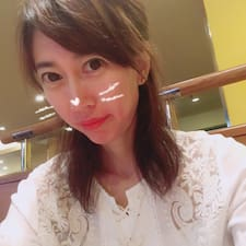 恵梨香 est l'hôte.