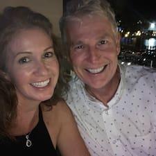Кориснички профил на Sarah & Andrew