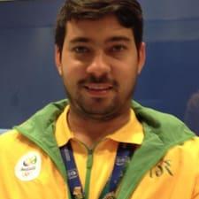 João is the host.