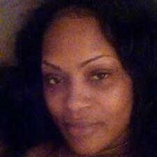Monique felhasználói profilja
