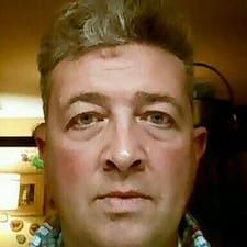 Giles felhasználói profilja