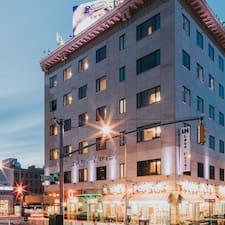 Notandalýsing The Leon Hotel