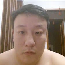 明 felhasználói profilja