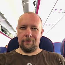 Profil Pengguna Mihály