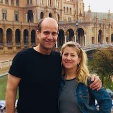 Scott & Caroline felhasználói profilja