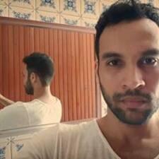 Eduardo是房东。